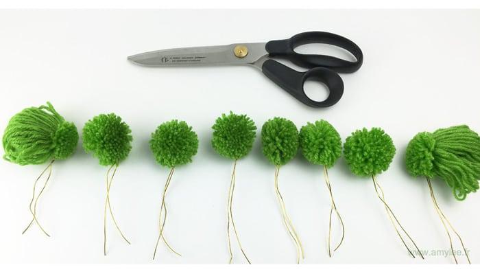 fleurs pompon laine ciseaux