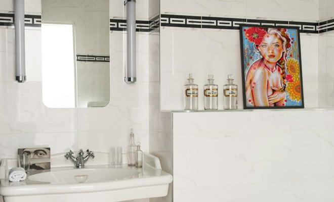 un tableau pour la salle de bain